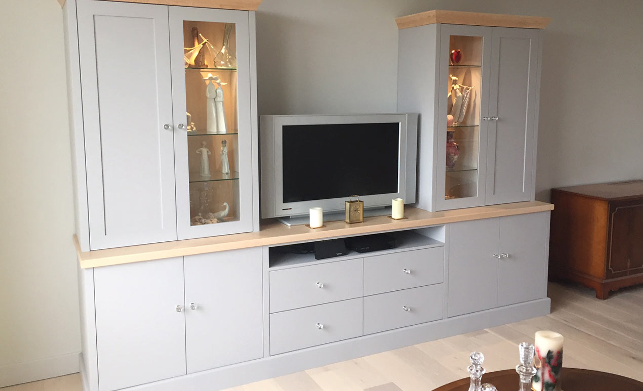 bespoke_living_room_cupboards_and_tv_shelf.jpg