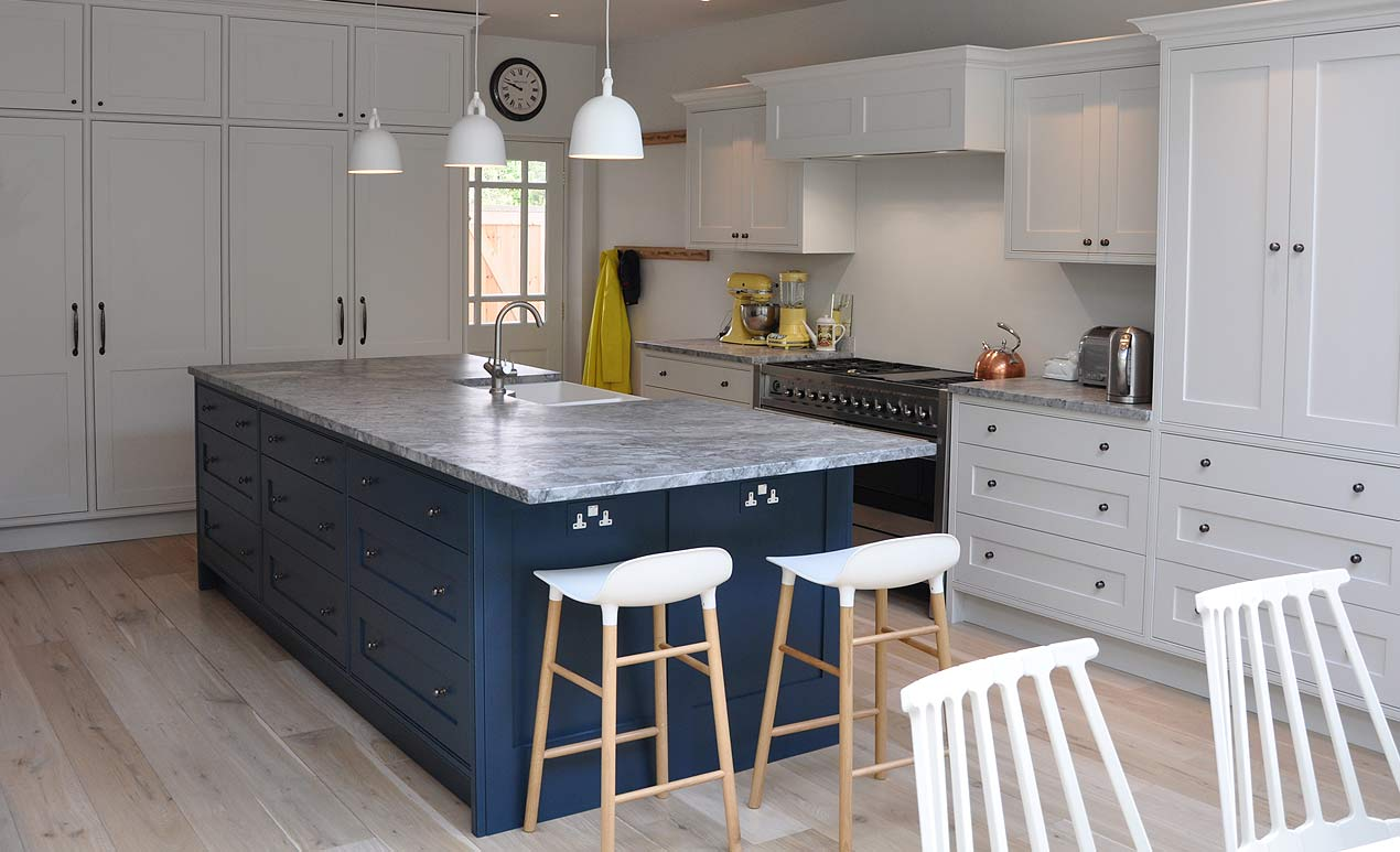 classic_modern_kitchen_with_island.jpg