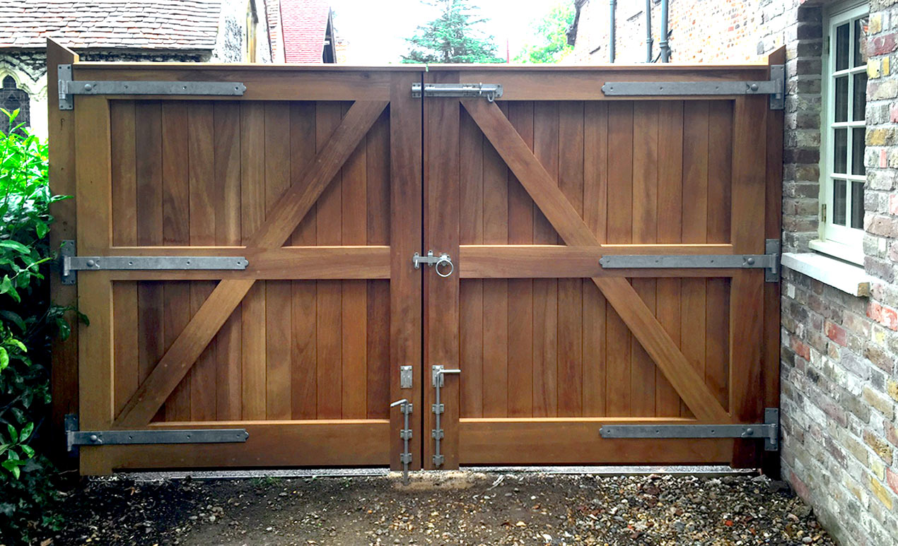 drive_way_hardwood_oak_gate.jpg